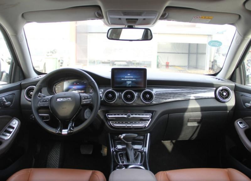 Traum Meet 3 2018 – новый китайский кроссовер похожий на Mercedes-Benz GLA