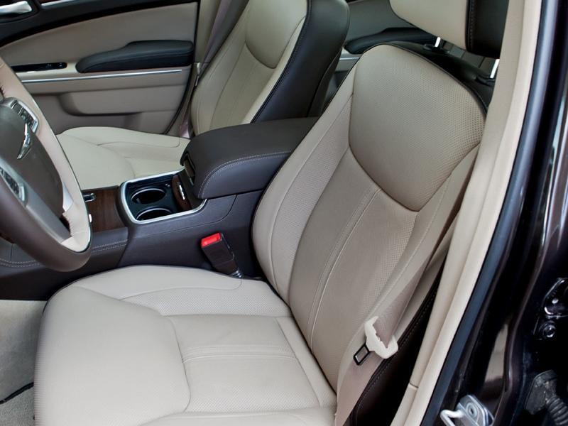Chrysler 300C 2 поколения — стильный и роскошный американский шоустоппер