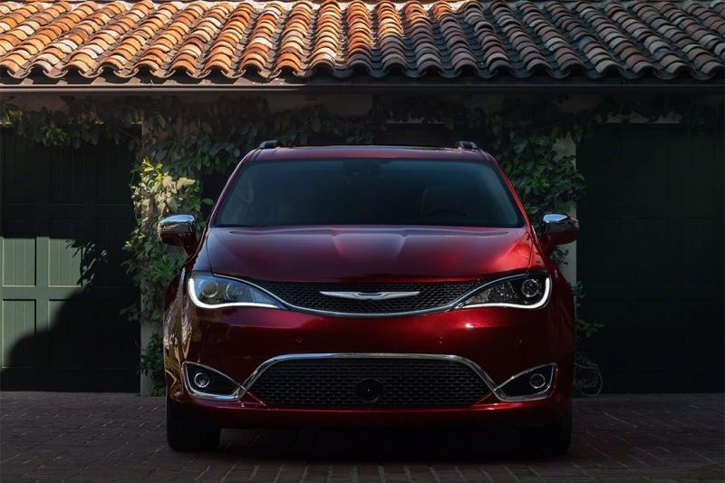 Chrysler Pacifica 2017 — новый американский минивэн