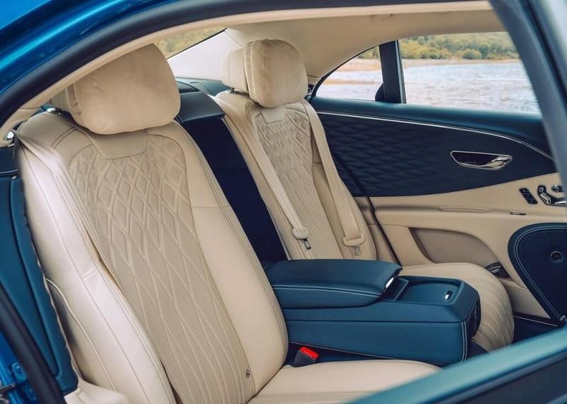 Bentley Flying Spur 2020 – «Летающая шпора» породнилась с Порше Панамера