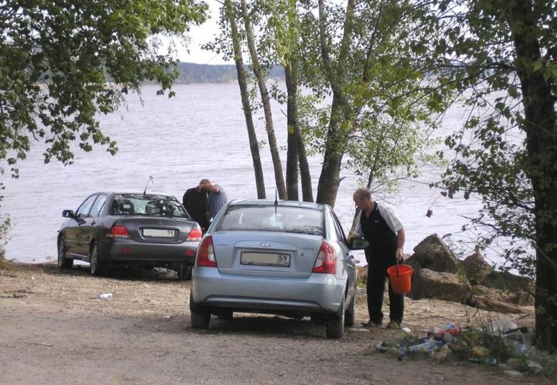 Ты — нарушитель! Так можно или нельзя парковать авто на берегу озера или реки?