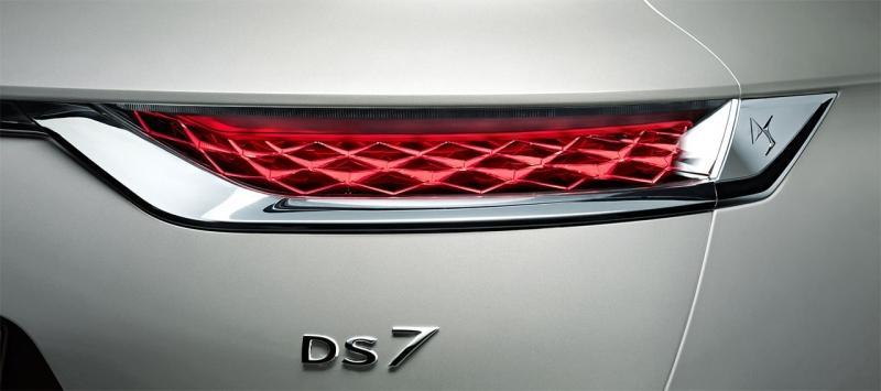 DS 7 Crossback E-Tense 4×4 2019– топовая гибридная версия DS 7 Crossback