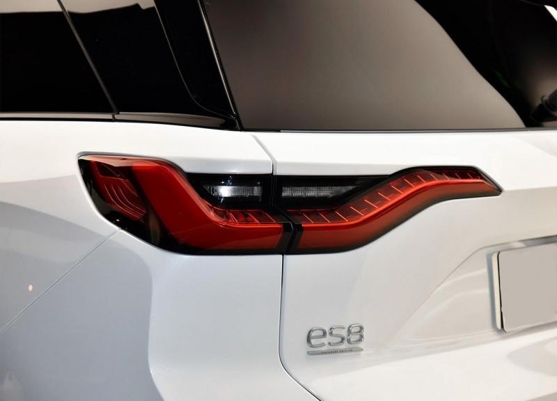 Nio ES8 2018 – китайский конкурент Tesla Model X