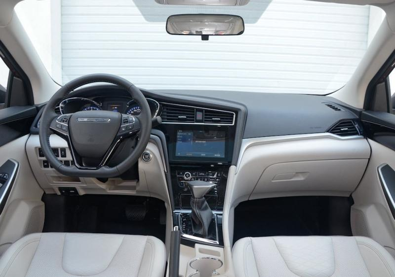 Venucia D60 – новый седан Dongfeng-Nissan