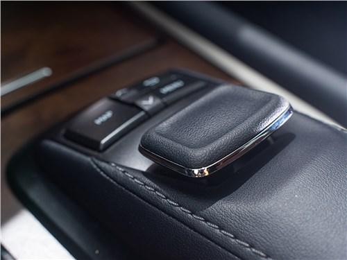 Сравнительный тест Land Rover Range Rover, Lexus LX, BMW X7 - Если не мелочиться: в схватке за звание царя горы сошлись «технарь» BMW X7, брутальный Lexus LX и «аристократ» Range Rover