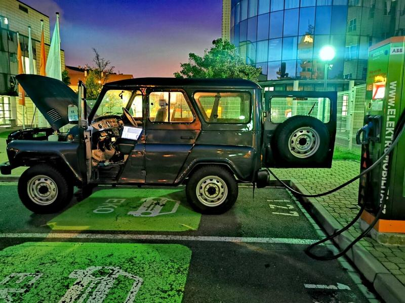 Английский УАЗ Хантер Spartan с правым рулем и электромотором