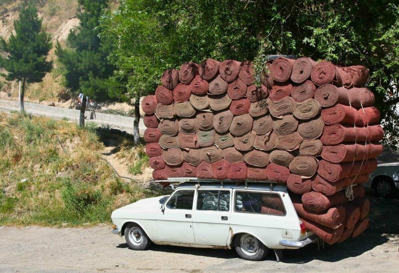 13 фото забавных грузоперевозок: УАЗ с дровами и пони в микроавто