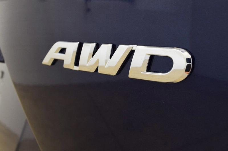 Почему на одних машинах пишут AWD, а на других - 4WD
