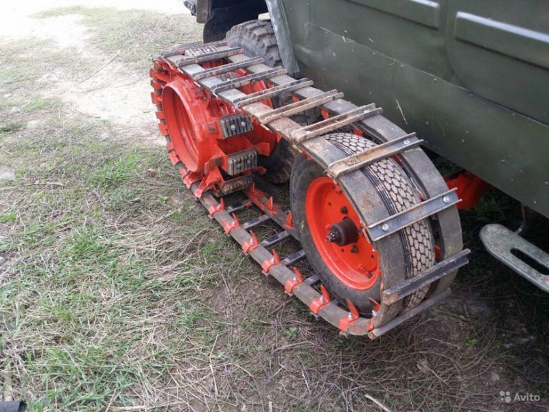 Старенький ЛуАЗ-969М превратили в гусеничный вездеход
