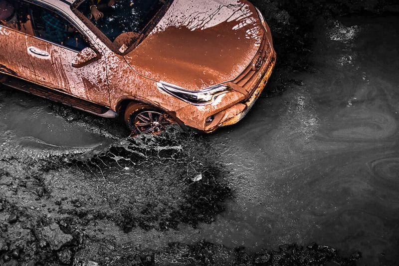 Toyota Fortuner: грязь, бешеный ценник и Mitsubishi Pajero Sport