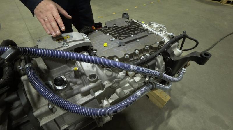 КАМАЗ-54907 — рама, подвеска, двигатель, топливные баки