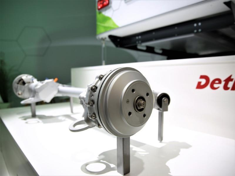 Первый в мире прицеп-дача с электроприводом от Dethleffs