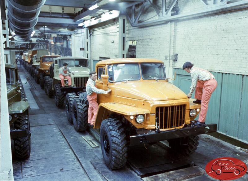 В какие цвета красили кабины грузовиков в СССР