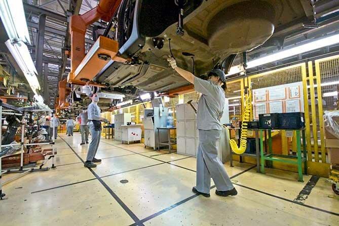 Зачем поднимают цены на автомобили при рухнувшем авторынке