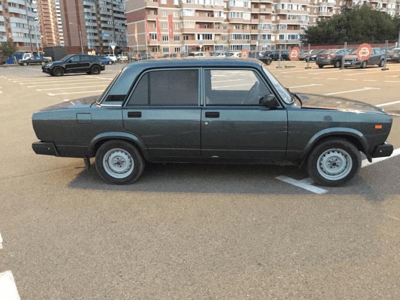 Идеальный вариант: серо-сине-зеленый ВАЗ 2107 в отличном состоянии