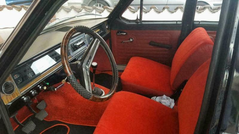 Редкая ГАЗ-24 с тремя зеркалами и апельсиновым салоном. Такие были?