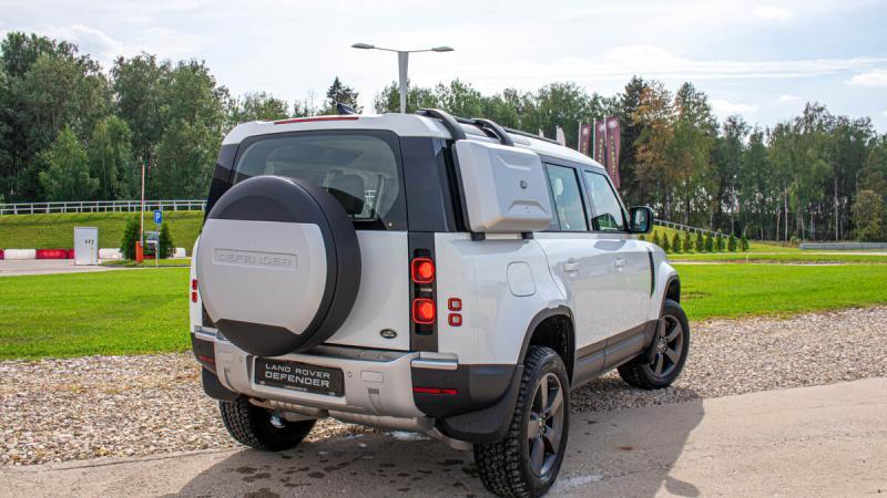 """5 """"за"""" и 5 """"против"""" нового Land Rover Defender"""