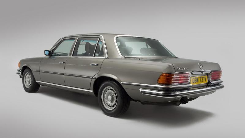 Почему на классические Mercedes-Benz ставили ребристые фонари