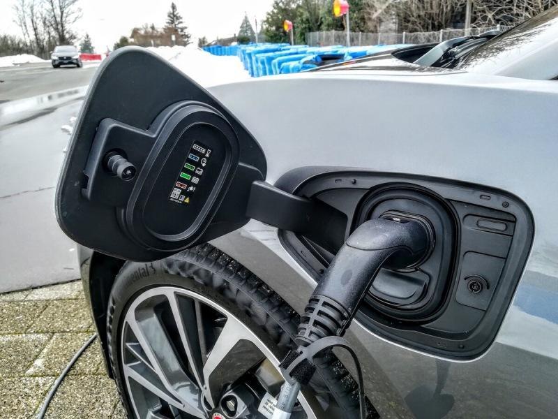 Через 3 года электромобили станут дешевле машин на бензине и дизеле