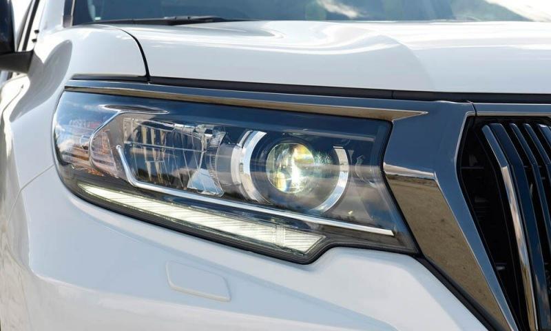 Toyota Land Cruiser Prado обновился и уже поступил в продажу. Смотрим, что изменилось и сколько стоит.
