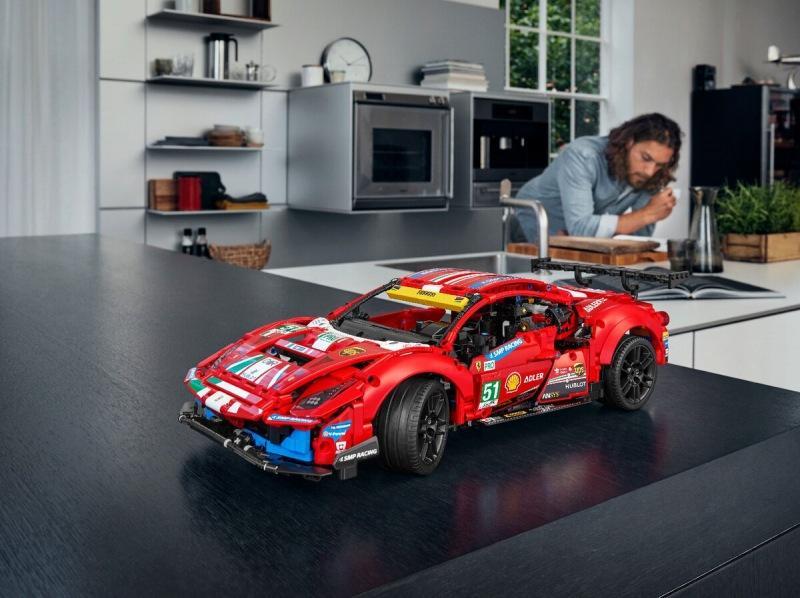 Флагманский набор Лего Техник 2021 года «Ferrari 488 GTE»