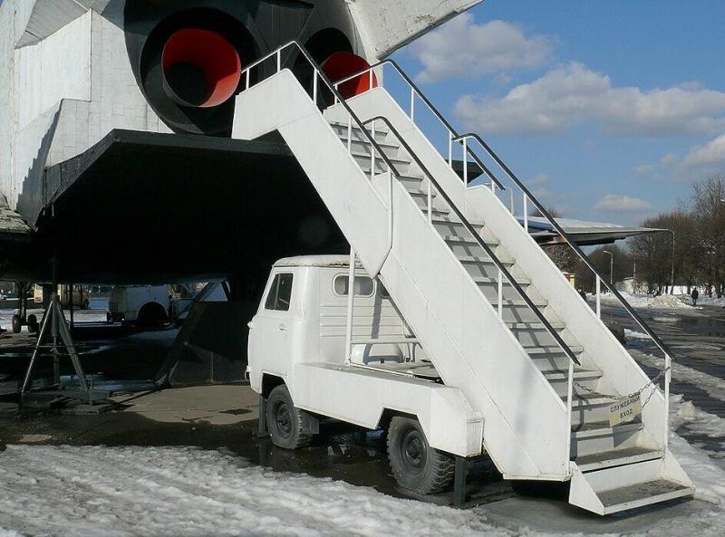 Необычный УАЗ с лестницей, зачем и для чего он нужен