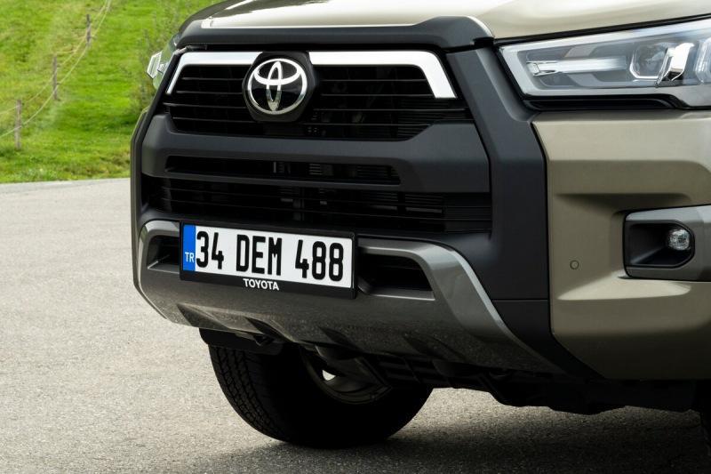 Новый Toyota Hilux на бездорожье орел, в городе мэр