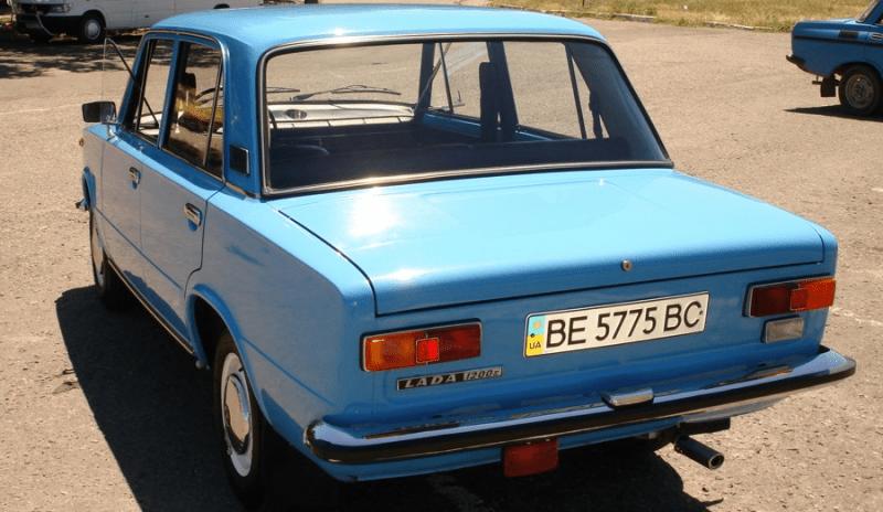 Новенький и красивый ВАЗ-2101, которому 35 лет.