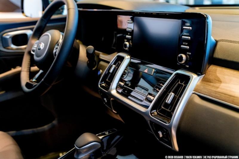 Новый Land Rover Defender: появился в салоне. Показываю
