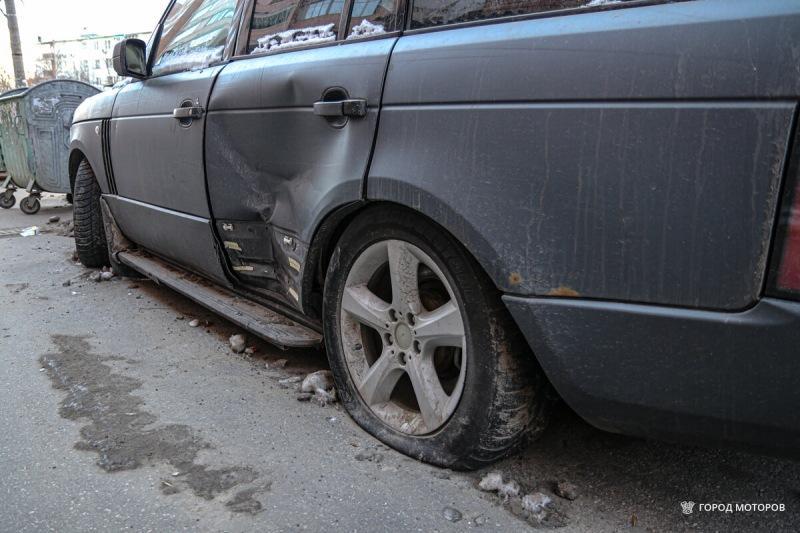 Во дворе обнаружил брошенный Range Rover. Без номеров