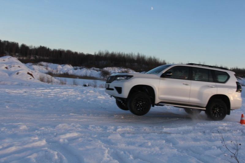 Toyota Land Cruiser Prado или Kia Mohave? Тест рамных на снегу.