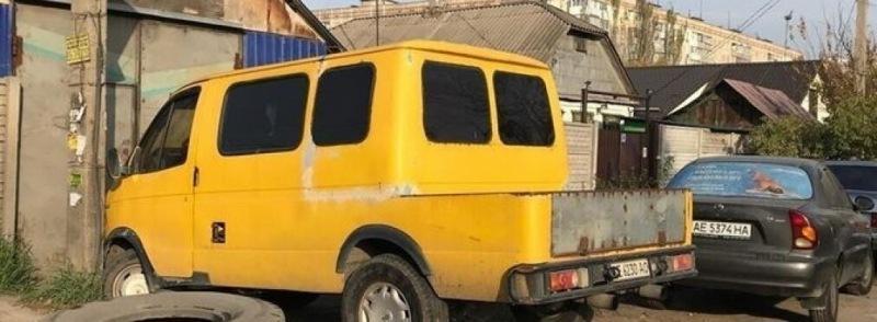 """16 фото нелепого тюнинга автомобилей: от """"Нивы"""" до """"ГАЗели"""""""