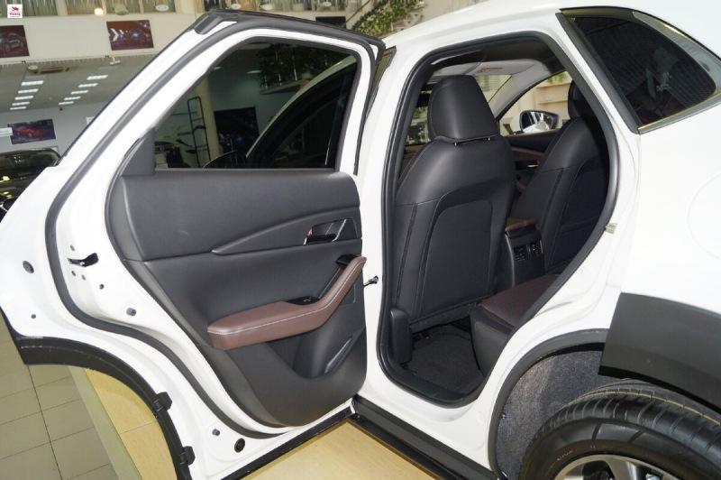 Обзор автомобиля Mazda CX-30. Техническая часть и стоимость