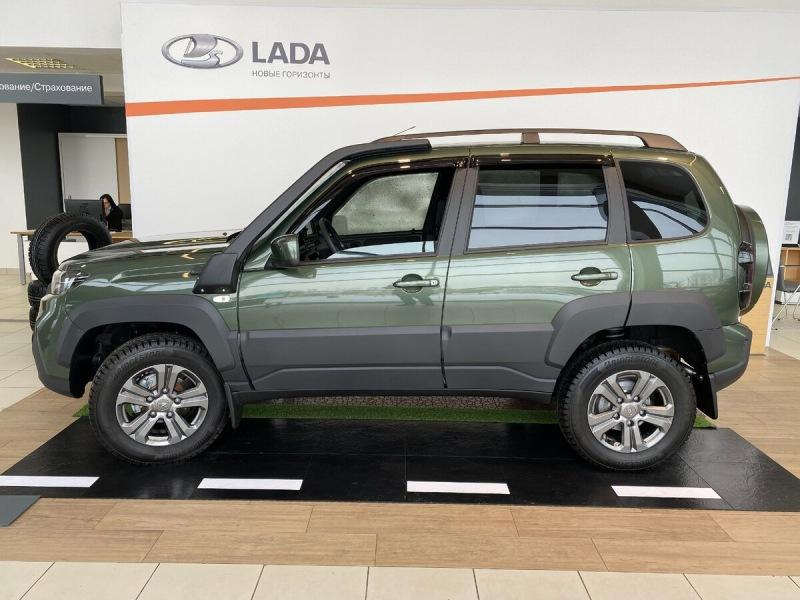 Посмотрел в автосалоне новую LADA Niva, внешний вид порадовал