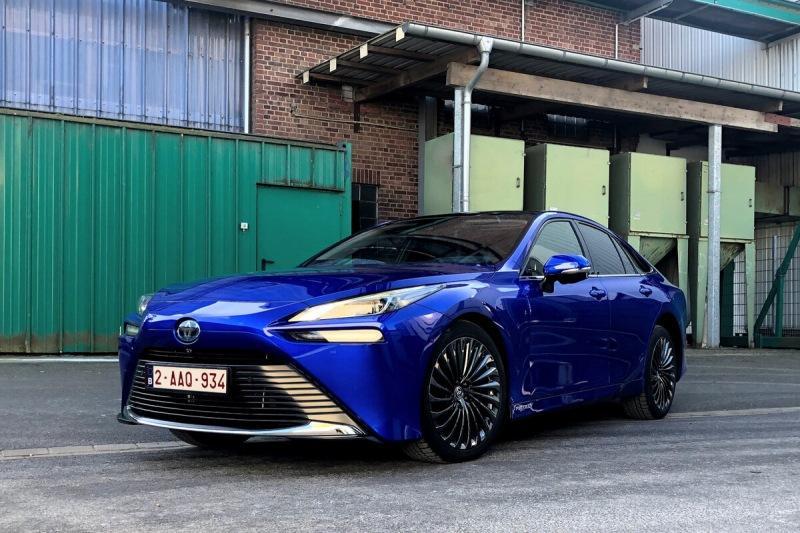 Toyota Mirai выпустила пар