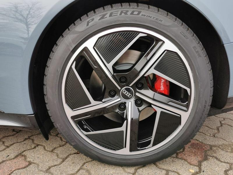 Audi e-tron GT quattro и Audi RS e-tron GT - таких еще не было
