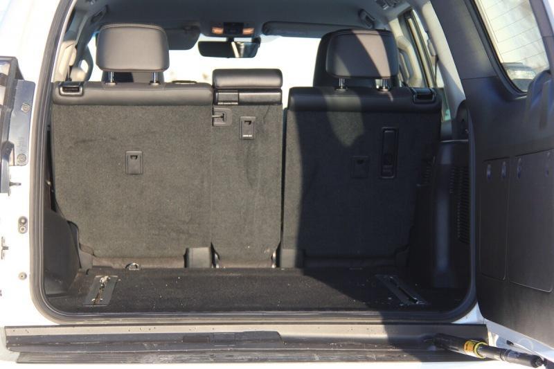 Land Rover Defender - Toyota Land Cruiser Prado: где легенда?