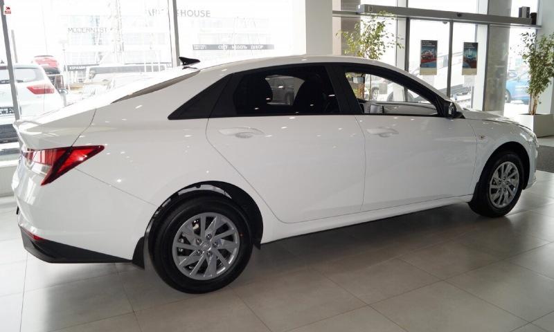 Новый Hyundai Elantra, уже появился в продаже. Посмотрел авто вживую, сделал много фотографий