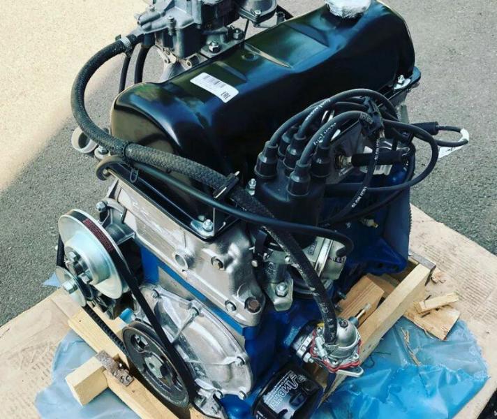 """Заехал в магазин, чтобы узнать, сколько стоят сейчас новые двигатели на ВАЗ """"классику"""" и Ниву (карбюратор и инжектор)"""