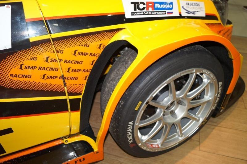 Посмотрел, что за покрышки установлены на Lada Vesta Sport TCR