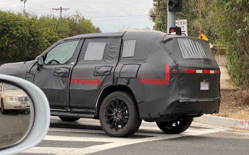 Lexus вывел на тесты внедорожник LX нового поколения