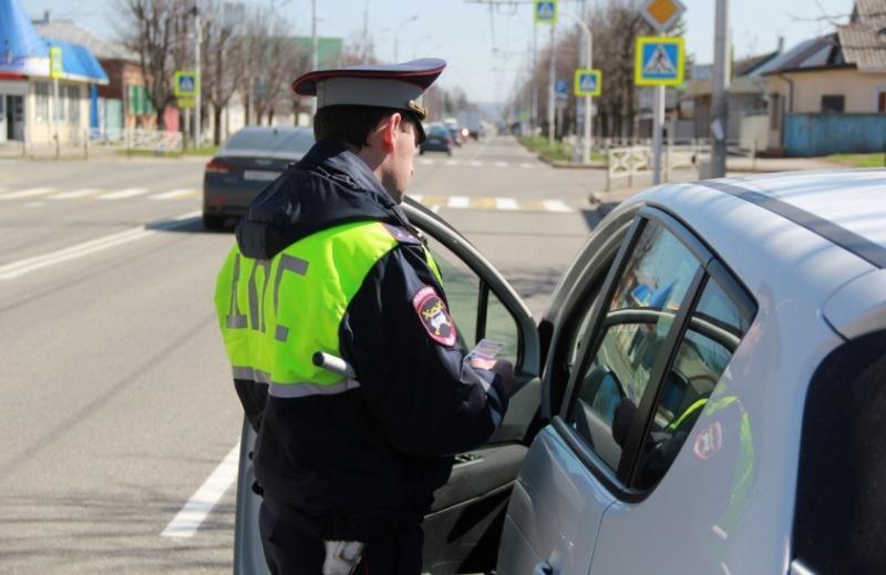 Может ли инспектор ГИБДД требовать документы, если машина припаркована?