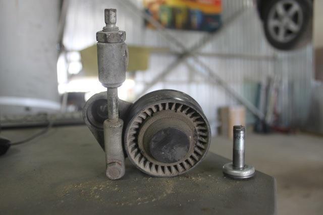 Натяжитель ремня генератора на «Калине»: установка и замена