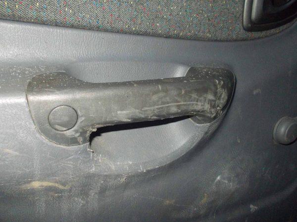 Полировка пластика салона автомобиля от царапин: средства и инструкция