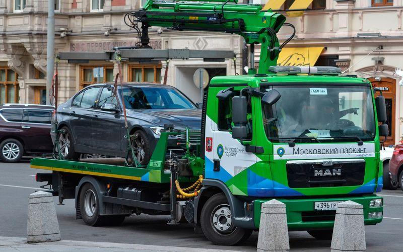 В Москве с начала года на штрафстоянки увезли 3 тыс. машин без номеров