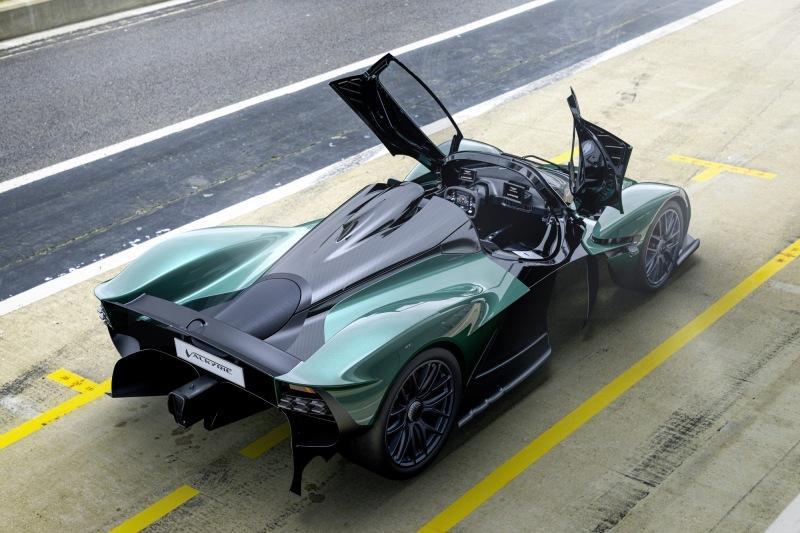 Затянувшийся полёт: гиперкар-долгострой Aston Martin Valkyrie обзавёлся версией Spider