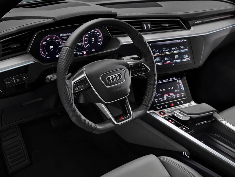 Audi назвала российские цены на «заряженные» электрокроссоверы