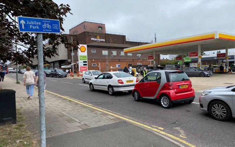Британцы бросились скупать бензин из-за опасений перебоя в поставках