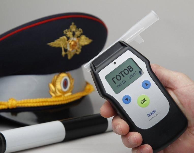 Нужно ли дышать в алкотестер по просьбе инспектора ГИБДД?