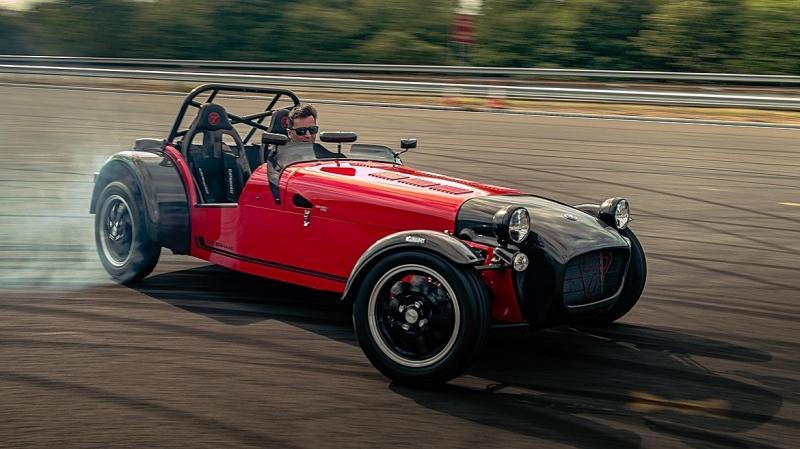 Перемены в Caterham: отказ от «карбюраторного» двигателя и новая базовая модель